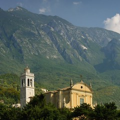 The St. Stefano Church is Malcesine's oasis of quiet (Bn) Tags: old blue trees summer sky people italy sun mountain lake holiday mountains castle church water car st ferry port marina boats harbor boat town cafe topf50 bars garda italia harbour speedboat small sightseeing restaurants cable tourist resort ridge shore icecream attractive sail fjord monte eastern picturesque topf100 share laziness malcesine stefano gardameer vecchio veneto sunseekers baldo 100faves 50faves