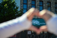 "We ""HEART"" the Greene Turtle (m01229) Tags: blurry unitedstates restaurants maryland baltimore theresa innerharbor fellspoint greeneturtle d5100"