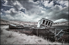 Lost Boats (guenterleitenbauer) Tags: 2016 5d april august austria canon guenter gnter ir juli landscape leitenbauer urlaub wels bild bilder britain brittanien burg castle city flickr foto fotos great image images infrared infrarot july key landschaft photo photos picture pictures ruine schottland scotland stadt town wasser water wwwleitenbauernet sterreich isle skye photography lost boats boat boot boote