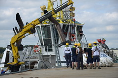 Veia Mate Offshore DST_7349 (larry_antwerp) Tags: brabo boatman boatmen fabricom engiefabricom cofelyfabricom veiamate offshore windfarm windpower multratug29 9695470 saarens paula ponton barge schelde        belgium belgi          antwerp antwerpen