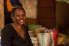 (Ein Blick zur Welt. Einblick in Welten.) Tags: kenya voi market smiling portrait selling shop