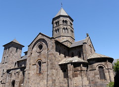 Notre-Dame-des-Miracles, Mauriac (Cantal) (Dick Takkenberg) Tags: mauriac cantal basilica romanesque architecture mitrearch