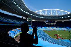 Applause - Rio2016 (H_Lopes) Tags: brasil brazil rio riodejaneiro rio2016 rj engenhão estádio stadium sombra shadow menina girl arco arc aplausos applause olimpíada olympic jogos games sol sun sunny blue sky portrait people