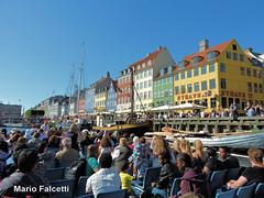 Denmark: Copenaghen: at Nyhavn (mariofalcetti) Tags: copenaghen nyhavn denmark danimarca water acqua barca boat edifici building town city citt people persone