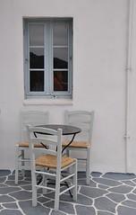 Have a seat (wilma HW61) Tags: hww parga griekenland epirus stoelen raam outdoor wit grijs   grecia greece griechenland grce   fentre fenster finestra window wilmahw61 wilmawesterhoud europa europe nikond90 windowwednesday