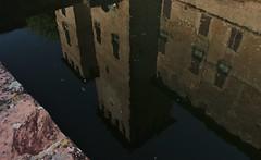 fontanellato (Flavio Calcagnini) Tags: rocca di fontanellato parma riflessi acqua castello italia specchio finestre cielo castle reflections water italy windows sky torre tower photography