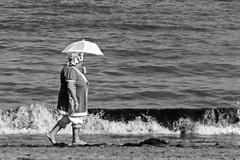 El paseo de la abuela (Oscar F. Hevia) Tags: aosveinte baadores trajesdeepoca veraneos abuelas playa sombrillas encaje twenties swimwear costumes summerholidays grandmothers beach umbrellas lace espaa