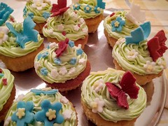 IMG_20160426_225147 (andronikit) Tags: cupcakes flowers sweet desert homemade vanilla butterfly