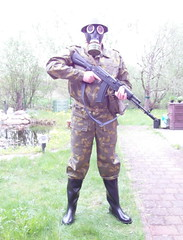 SAM_0512 (zeesenboot) Tags: camo camouflage gasmask wellies reenactment rubberboots gummistiefel helm airgun airrifle kalashnikov luftgewehr gasmaske tarnanzug kalaschnikow schutzmaske abcschutz