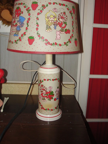 Strawberry shortcake lamp (2)