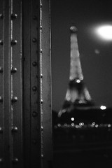 One day in Paris #04 - La Dame de fer (Laszlo_Gerencser) Tags: blackandwhite bw paris france tower film de tour noiretblanc eiffel 400 tc push 100 konica pancake asa 40mm pushed 18 dame fer autoreflex fujicolor hexanon 100400