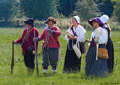 Hampton Court 1640's - 21 (Row 17) Tags: uk unitedkingdom gb greatbritain britain england herefordshire reenactment event 1640s costume costumes people women woman candid militia