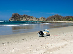 P3130333.jpg (francis_bellin) Tags: barque bleu ocan pacifique playanosara samara plage