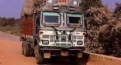 INDIEN , india, unterwegs nach Varanasi, eine sehr beschwerliche Fahrt, 14280/7148 (roba66) Tags: indien indiennord asien asia india inde northernindia urlaub reisen travel explore voyages visit tourism roba66 lkw truck transport aufdenstrasen car wheels gear unterwegs