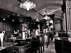 Cafe in Wien (heiko.moser (+ 9.600.000 views )) Tags: cafe kaffeehaus wien landmann bw blackwhite blancoynegro noiretblanc nb nero monochrom mono sw schwarzweiss canon city entdecken einfarbig discover sterreich schwarzweis heikomoser