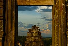 2008.08.25 17.43.12.jpg (Valentino Zangara) Tags: angkorwat cambodia flickr frame phnombakheng ruins siemreap sky temple krongsiemreap siemreapprovince cambogia kh