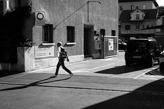 step out of the scene (gato-gato-gato) Tags: leica leicammonochrom leicasummiluxm50mmf14asph mmonochrom messsucher monochrom schweiz strasse street streetphotographer streetphotography streettogs suisse svizzera switzerland zueri zuerich zurigo black digital flickr gatogatogato gatogatogatoch rangefinder streetphoto streetpic tobiasgaulkech white wwwgatogatogatoch zrich ch manualfocus manuellerfokus manualmode schwarz weiss bw blanco negro monochrome blanc noir strase onthestreets mensch person human pedestrian fussgnger fusgnger passant sviss zwitserland isvire zurich