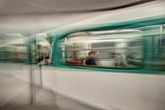 PARIGI. IL METRO'. (FRANCO600D) Tags: parigi paris france francia metro metropolitana treno velocità panning deformazione mosso passeggeri canon eos600d sigma franco600d