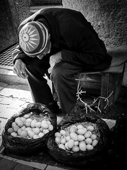 Mes oeufs sont-ils frais? ((Imagine) 2.0) Tags: panasonicdmcgx80 2016 morocco leicadgsummilux15mmf17 streetphotography candid people bw fès blackandwhite monochrome panasonic lumix travel
