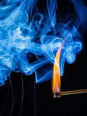 Feuer und Rauch (andreas.liechti) Tags: blitz feuer streichholz