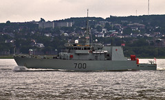 HMCS Kingston # 700 (Nicober!!!) Tags: quebec canada fleuve stlaurent stlawrence river ship canadian warship navire guerre canadien hmcs kingston 700