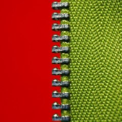In a Row (j.towbin ©) Tags: allrightsreserved© zipper row macro macromondays minimalism red green divided inarow texture zigzag vivid vibrant opposites half metal teeth