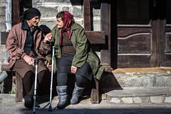 Old Ladies / Babas (Wieland Hornung) Tags: bulgarienoktober2016 bulgarien bansko streetcolor 50mmdx d7200 nikon nikond7200 street people oldladies baba