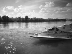 Cremona-mondiale motonautica  18 09 2016 (Roberto Gramignoli) Tags: cremona pellicola po fiumepo motonautica campionatomondialedimotonautica reportage sport sportacquatici fiume fiumi blackandwite bw river race
