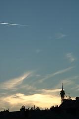 Toits (.urbanman.) Tags: paris couchant eiffel toits toitures nuit toureiffel chemines