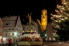 DSC_1644 (Karl Jena Allgufotos) Tags: advent allgu bayern brunnen christbaum deutschland engel lichter lichterkette marktplatz martinskirche memmingen schwaben weihnachtsmarkt winter kempten