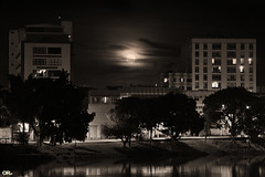 Hunter's moon (Otaclio Rodrigues) Tags: pretoebranco blackandwhite luacheia fullmoon lua moon prdios buildings rvores rio river margem riverbank luzes lights janelas windows noite night rua street urban cidade city resende brasil oro nuvens clouds cu sky escuro dark luadocaador huntersmoon superlua supermoon inspiredbylove topf25