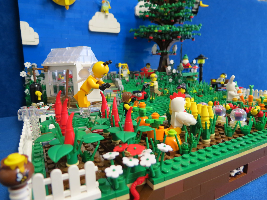 The world 39 s best photos of lego and sunbathing flickr for Lego garden pool
