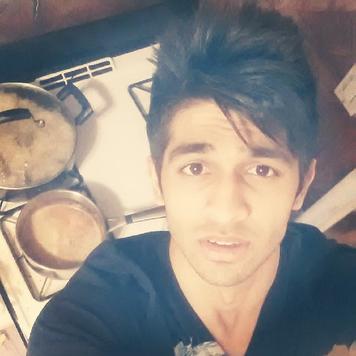 Oh the poses I come up with when I make chai for my mom :) #hussainasif #hussain #dhoombros