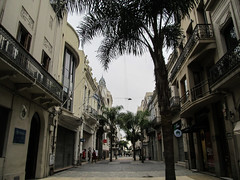 "Montevideo: la vieille ville <a style=""margin-left:10px; font-size:0.8em;"" href=""http://www.flickr.com/photos/127723101@N04/29123847864/"" target=""_blank"">@flickr</a>"