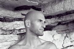 Gargano, Vieste (AstManu) Tags: bn sguardo scoglio volto
