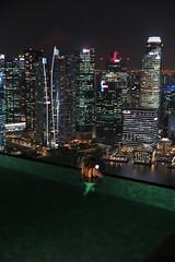 Singapore (Gusulabu) Tags: singapore singapur asia girl reading hotel pool night skyline marinabay