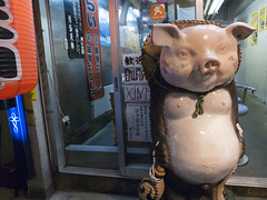 shinjuku_161018g_R0013408_1 (jamro_jamro) Tags: street candid tonkotsu pig shinjuku tokyo grdiii grdigital kabukicho