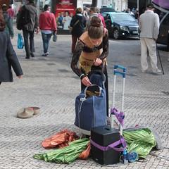 Packing up (ernstkers) Tags: bellydancer lisboa portugal streetartist