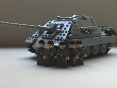 Panzerjaeger Panther - Jagdpanther - Sd.kfz. 173 - Ausf. G2 [Version 4.0] (-PanzerGrenadier1-) Tags: lego ww2 tanks afv panzerjaeger jagdpanzer jagdpanther sdkfz 173 world war two 2 german tank destroyer