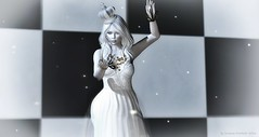 The White Queen (susannedrechsler (susannedrechsler.wordpress.com)) Tags: mamijewell azul