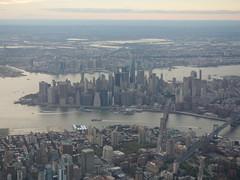 201609266 AC720 YYC-LGA New York City Downtown (taigatrommelchen) Tags: 20160835 usa nj ny newjersey newyork newyorkcity nyc manhattan river eastriver hudson bridge icon city building skyline aerial view photo airplane inflight aca