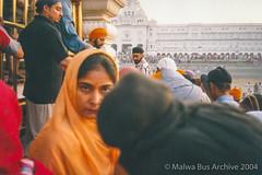 2004-Golden Temple Kar Sewa 16 (Malwa Bus Archive) Tags: amritsar goldentemple india punjab sikhs to416 travel karsewa malwabusarchive 2004