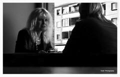 Confidencias (Confidences) (Imati) Tags: mujeres confidencias conversacin bar interior