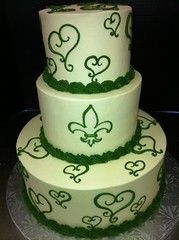 photo (7) (Rick's Bakery) Tags: green round buttercream fleurdilis 3tier heartdesign