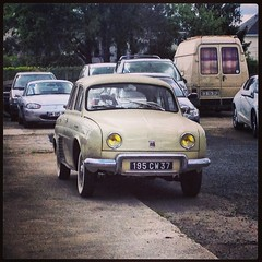 Renault Dauphine de 1957 195 CW 37 - 17 mai 2013 (Rue des Artisans - Jou-ls-Tours) 4 (Padicha) Tags: auto new old bridge france water grass car station electric truck river french coach ancient automobile eau indre may police voiture ruine cher rest former 37 nouveau et loire quai franais nouvelle vieux herbe vieille ancienne ancien fleuve nationale vehicule lectrique reste gendarmerie gazon indreetloire franaise pave nouveaut vhicule utilitaire restes vgtalise letramdetours padicha