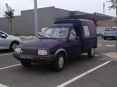 Citroen C 15 D de 1991 9355 TB 37 - 22 mai 2013 (Rue Joseph Cugnot - Joue-les-Tours) (Padicha) Tags: auto new old bridge france water grass car station electric truck river french coach ancient automobile eau indre may police voiture ruine cher rest former 37 nouveau et loire quai franais nouvelle vieux herbe vieille ancienne ancien fleuve nationale vehicule lectrique reste gendarmerie gazon indreetloire franaise pave nouveaut vhicule utilitaire restes vgtalise letramdetours padicha
