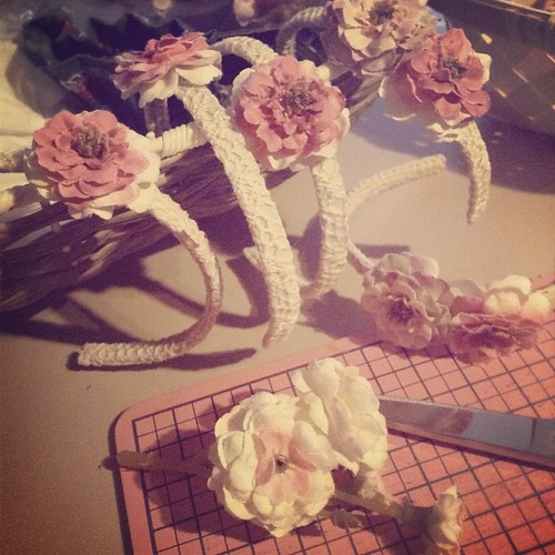 Making headbands for some Blythe Petal Pink dress sets  #doll #blythe #dollclothes #dollstagram #ateliermomoni