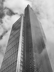 Heron Tower, London (surreyblonde) Tags: herontower skyscraper tower glass londonskyline salesforcetower genekohn paulsimovic dennishill architecture bw blackandwhite monochrome