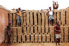 @Brick Chamber (Raja. S) Tags: chengalpet india tamilnadu brickchamber worker bricks peoples rajasubramaniyanphotography rajasubramaniyan