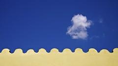 Minimalism. (Chen Khran Mboto) Tags: antoniorecupero pecorellanerainpiedi baradili oristano sardegna sardinia italia italy cielo nuvole tetto minimalismo blu minimalism clouds